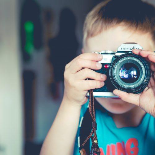 """""""Wir entdecken die Natur oder den Stadtteil"""": Familien schicken Fotos und Infos wo sie waren und empfehlen Plätze weiter und dies wird in einer interaktiven Karte eingefügt, so dass Anreize für andere Familien geschaffen werden."""